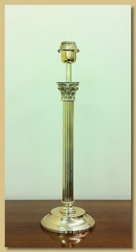 Lampada Da Tavolo Mod 559 : Arredamento ottone lampada da tavolo mod roma base tonda